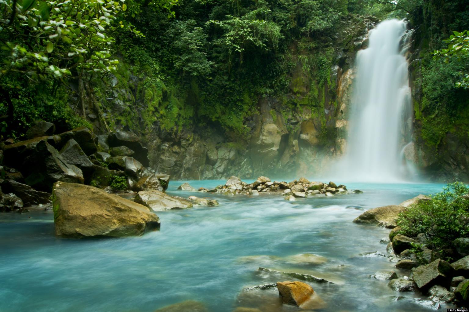 rio-celeste-falls-costa-rica